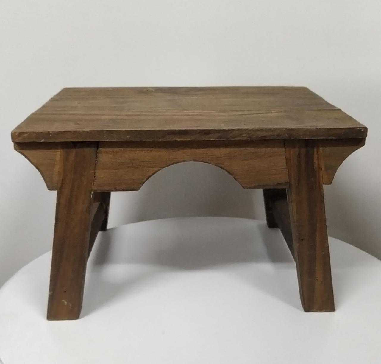 Banquinho de madeira P