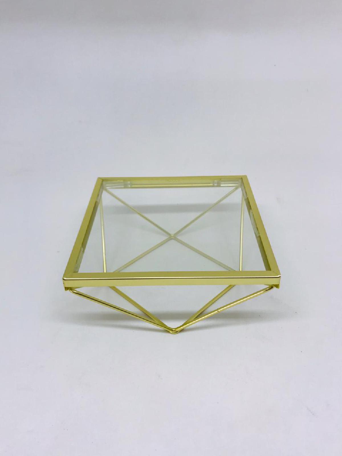 Bandeja geométrica quadrada com vidro dourada